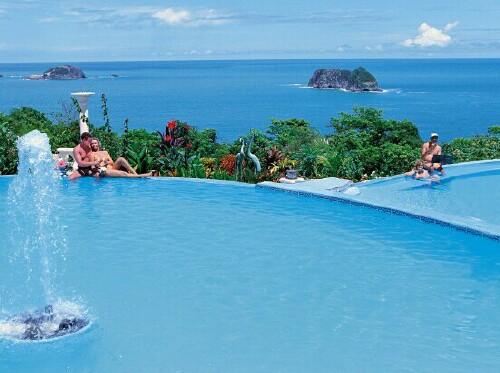 The Parador Pool... not too shabby!
