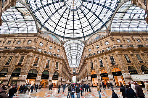 Milan s discount shopping treasure jaunt magazine for Cheap shopping in milan