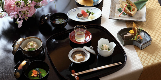 And food... let's not forget food. This is at one of their many restaurants, Ryotei Kinsui