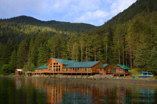 Alaska fishing lodges the lodge at steamboat bay jaunt for Alaska fishing camps
