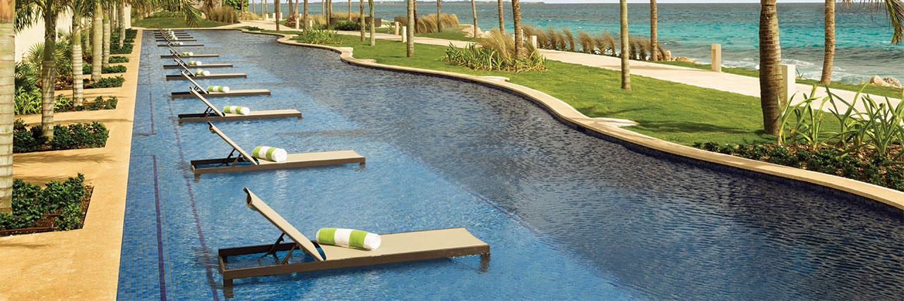Hyatt-Ziva-Cancun-P085-Hyatt-Ziva-Swim-Up-King.masthead-feature-panel-medium.jpg